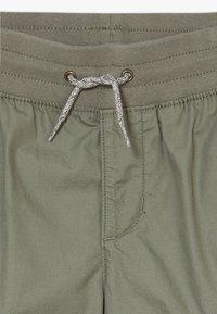 GAP - BOY  - Cargo trousers - mesculen green - 4