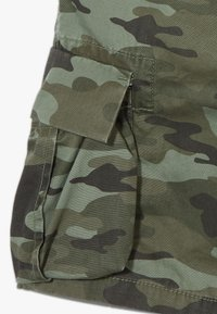 GAP - BOY - Cargo trousers - green camo - 2