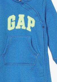 GAP - LOGO  - Overal - blue burst - 3