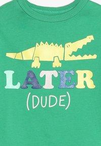 GAP - TODDLER BOY - T-shirt imprimé - parrot green - 3