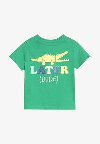 GAP - TODDLER BOY - T-shirt imprimé - parrot green - 2