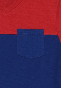 GAP - BOYS V NECK - T-Shirt print - weathered red - 3