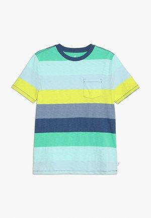 BOYS TEE - T-shirt z nadrukiem - green, multi-coloured
