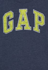 GAP - BOYS NEW ARCH SCREEN - T-shirt con stampa - navy heather - 2