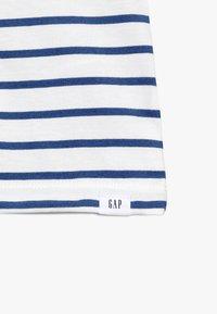 GAP - TODDLER BOY LOGO - T-shirt z nadrukiem - white - 3