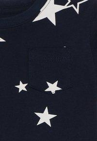 GAP - TODDLER BOY MAY PRINT  - T-shirt z nadrukiem - navy - 3