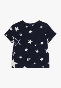 GAP - TODDLER BOY MAY PRINT  - T-shirt z nadrukiem - navy - 1