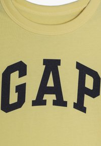 GAP - TODDLER BOY LOGO - T-shirt z nadrukiem - creamy yellow - 4