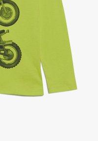 GAP - BOY - Longsleeve - green thumb - 3