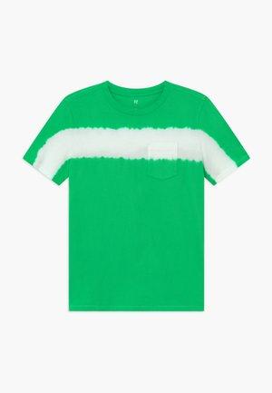 BOY TEE - Triko spotiskem - lush green