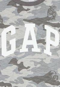 GAP - BOY ARCH - Triko spotiskem - grey - 3