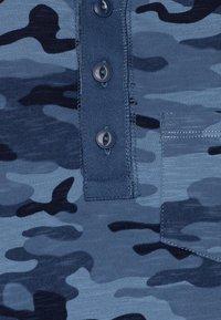 GAP - BOY HENLEY - Triko spotiskem - blue - 2