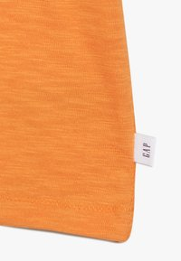 GAP - BOY FLIPPY TEE - T-shirt print - scorch - 2