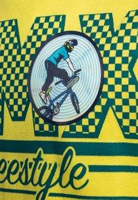 GAP - BOY  - Triko spotiskem - yellow - 2