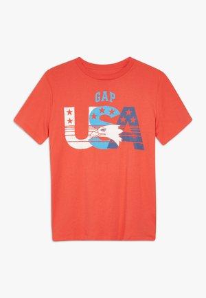 BOY CITY TEE - T-shirt z nadrukiem - hot coral