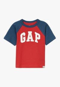 GAP - TODDLER BOY LOGO  - Print T-shirt - pure red - 0