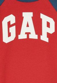 GAP - TODDLER BOY LOGO  - Print T-shirt - pure red - 2