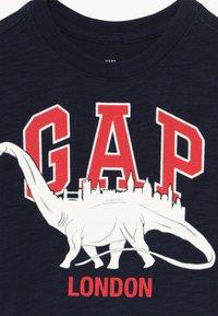GAP - TODDLER BOY CITY TEE - Print T-shirt - navy - 3
