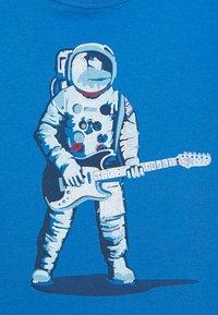 GAP - BOYS - T-shirt print - blue/red - 2
