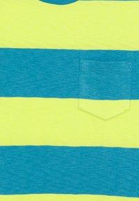 GAP - BOY CREW - Print T-shirt - vibrating yellow - 2