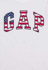 GAP - BOY USA FLAG TEE - T-shirt imprimé - fresh white - 2