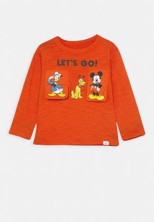 TODDLER BOY GOOFY DONALD MICKEY - Long sleeved top - grenadine orange