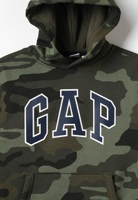 GAP - ACTIVE KNITS CAMO ARCH  - Jersey con capucha - camouflage - 2