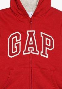 GAP - BOY LOGO GO - Hoodie met rits - modern red - 3