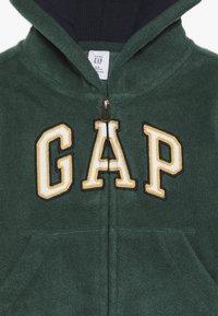GAP - TODDLER BOY - Fleecová bunda - evergreen - 4