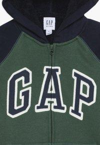 GAP - BOY COZY ARCH HOOD - Hoodie met rits - green gables - 4