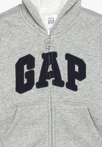 GAP - COZY ARCH BABY - Hoodie met rits - light heather grey - 3
