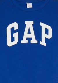 GAP - TODDLER BOY LOGO CREW - Sweater - brilliant blue - 3