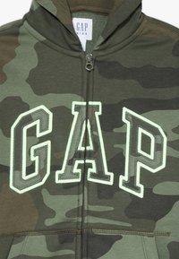 GAP - BOY ARCH CAMO - Hoodie met rits - green - 3