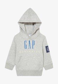 GAP - TODDLER BOY FAMILY MOMENT HOOD - Hoodie - light heather grey - 3