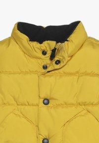 GAP - TODDLER BOY WARMEST VEST - Vesta - rainslicker yellow - 3