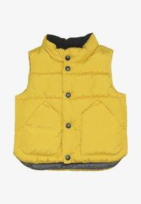 GAP - TODDLER BOY WARMEST VEST - Vesta - rainslicker yellow - 2