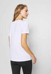 GAP - BREATHE NECK TEE - Basic T-shirt - optic white - 2