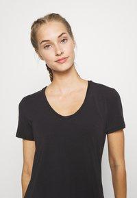 GAP - BREATHE NECK TEE - Basic T-shirt - true black - 3