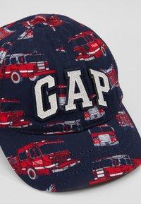 GAP - LOGO - Lippalakki - red - 2