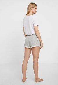 GAP - ROLL UP SHORT - Spodnie od piżamy - light heather grey - 2