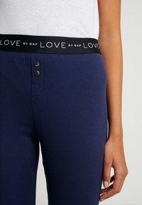 GAP - LOGO - Spodnie od piżamy - military blue - 4