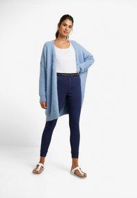 GAP - LOGO - Spodnie od piżamy - military blue - 1