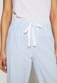 GAP - POPLIN PANT - Pyjamasbukse - blue/white - 4