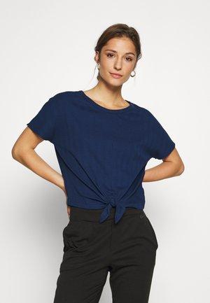 SLOUNGE KNOT TEE - Pyjamasoverdel - pangea blue