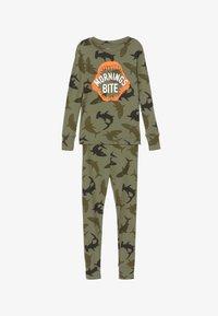 GAP - BOY BITE - Pijama - army camo - 3