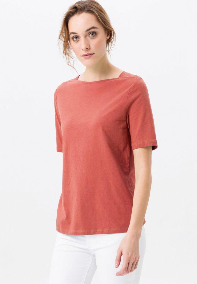 MIT U-BOOT-AUSSCHNITT - T-shirt basique - koralle
