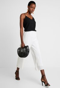 Great Plains London - PAOLA PLEAT TROUSER            - Pantaloni - milk