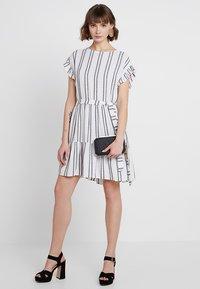 Great Plains London - SAHARA STRIPE DRESS - Kjole - milk/dark navy - 1
