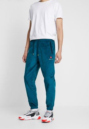 ENGINEERING TRACK PANTS - Tracksuit bottoms - green
