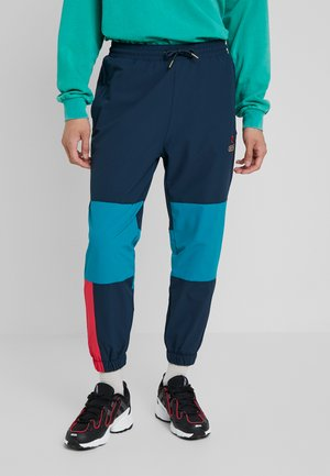 ENGINEERING TRACK PANTS - Verryttelyhousut - navy